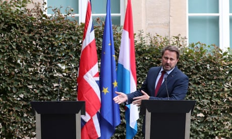Photo of Johnson humiliated by Luxembourg PM at 'empty chair' press conference