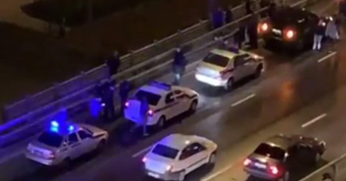 Москвичка сбросила с моста дочек-погодок и пыталась прыгнуть следом