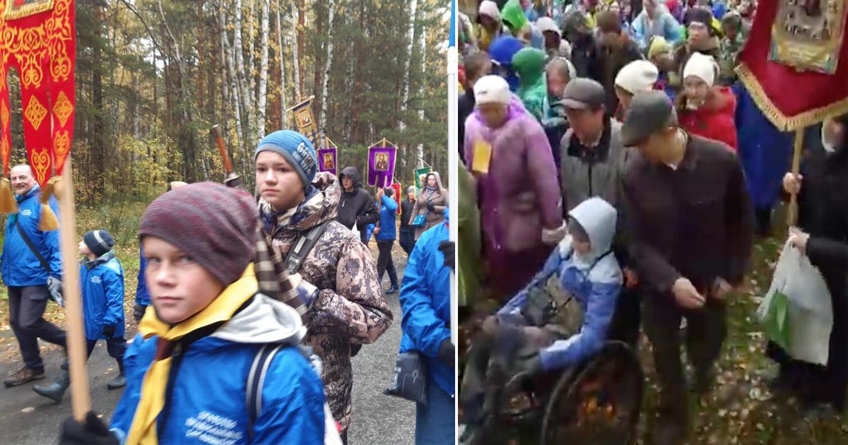 В Екатеринбурге провели детский крестный ход под дождем ради хороших оценок