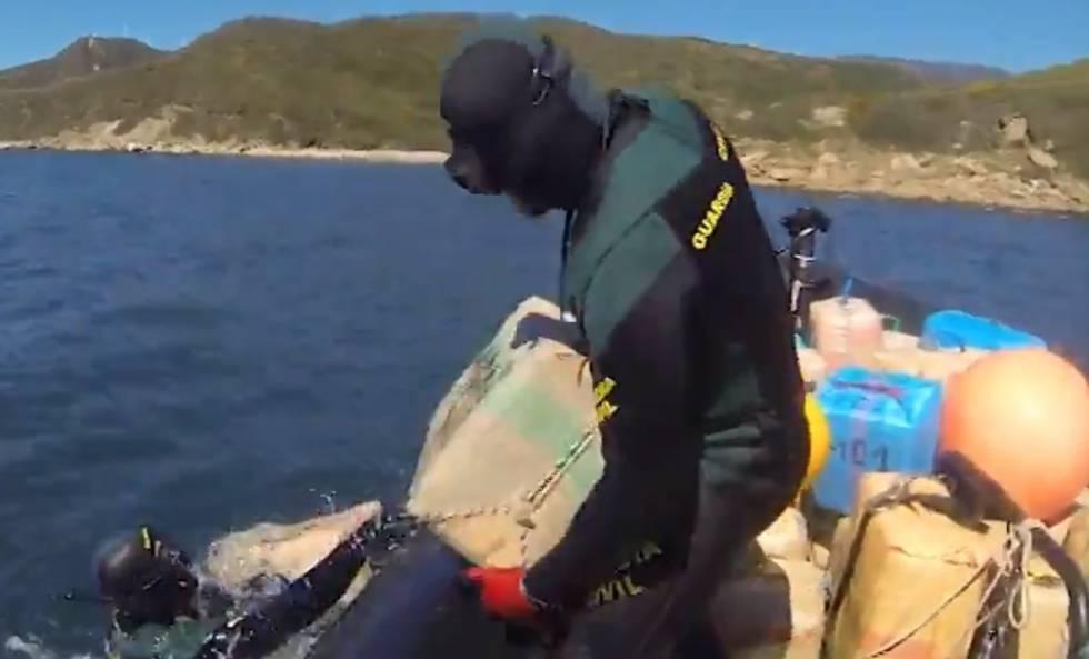 Photo of 32 detenidos, entre ellos un miembro de Salvamento Marítimo, en una operación contra el narco en Tarifa