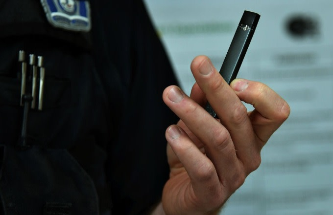 Photo of Juul Announces CEO Change, Suspension of Advertising