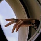 Avgvst выпустил коллаборацию унисекс-украшений с Дельфином