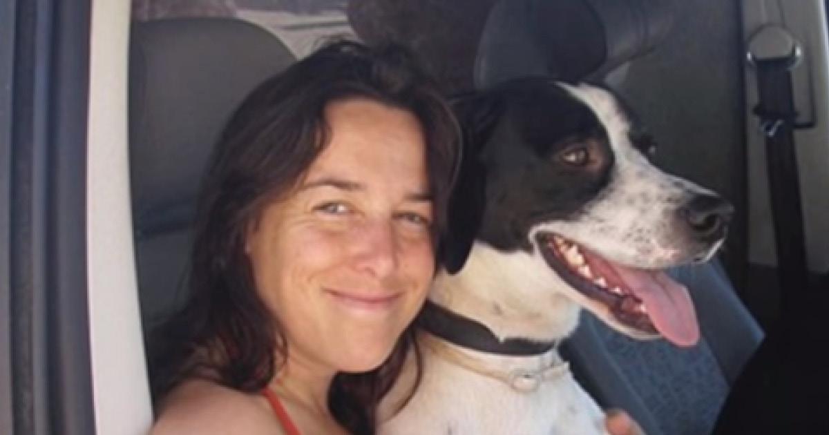 Женщина вышла замуж за кота, а когда его не стало, создала семью с собакой