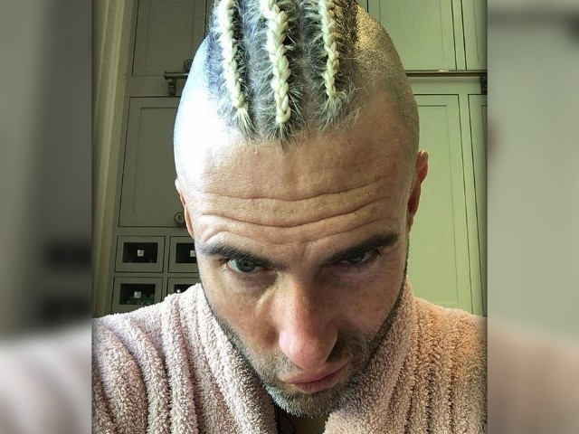 Photo of Maroon 5's Adam Levine Accused of Cultural Appropriation over 'Corn Hawk' Hairstyle