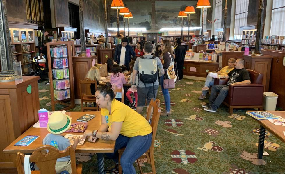 Photo of Los Ángeles descubre a la generación bilingüe que quiere leer en español