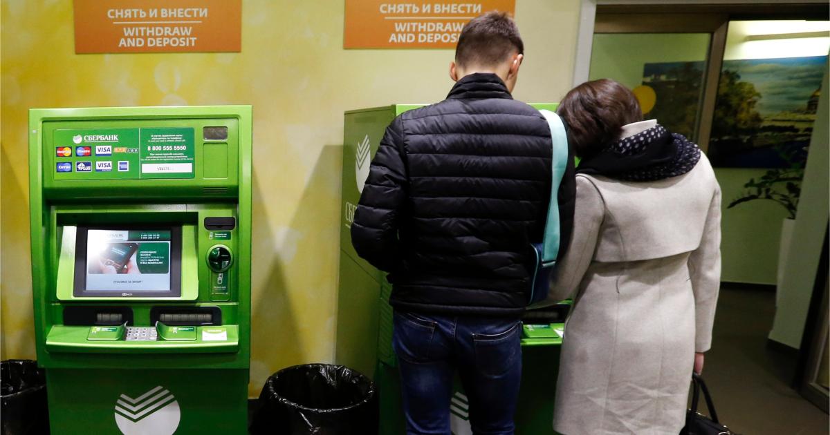 Фото Названо, откуда мошенники берут номера и данные банковских клиентов