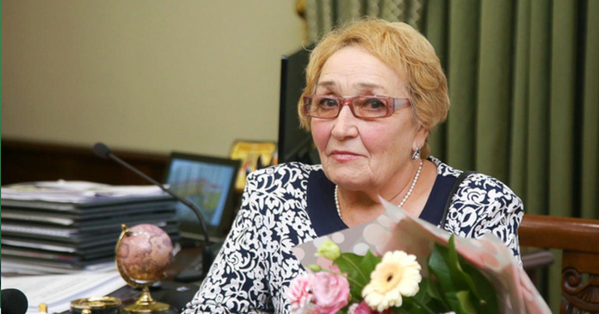 """Фото 73-летняя врач """"скорой"""" сломала руку в ДТП, но поехала спасать пациента"""