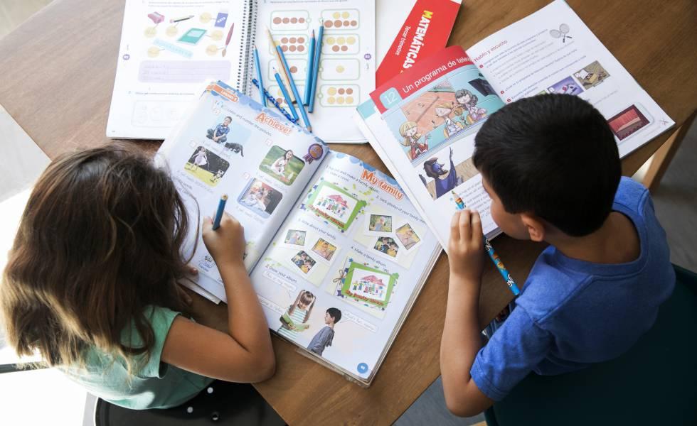 """Photo of Familias madrileñas van a demandar a 34 editores """"por pactar el precio de los libros de texto"""""""