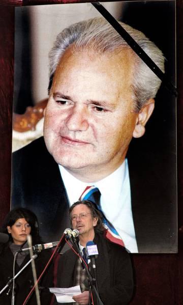 Photo of Handke, un premio Nobel que asistió al entierro del dictador Milosevic