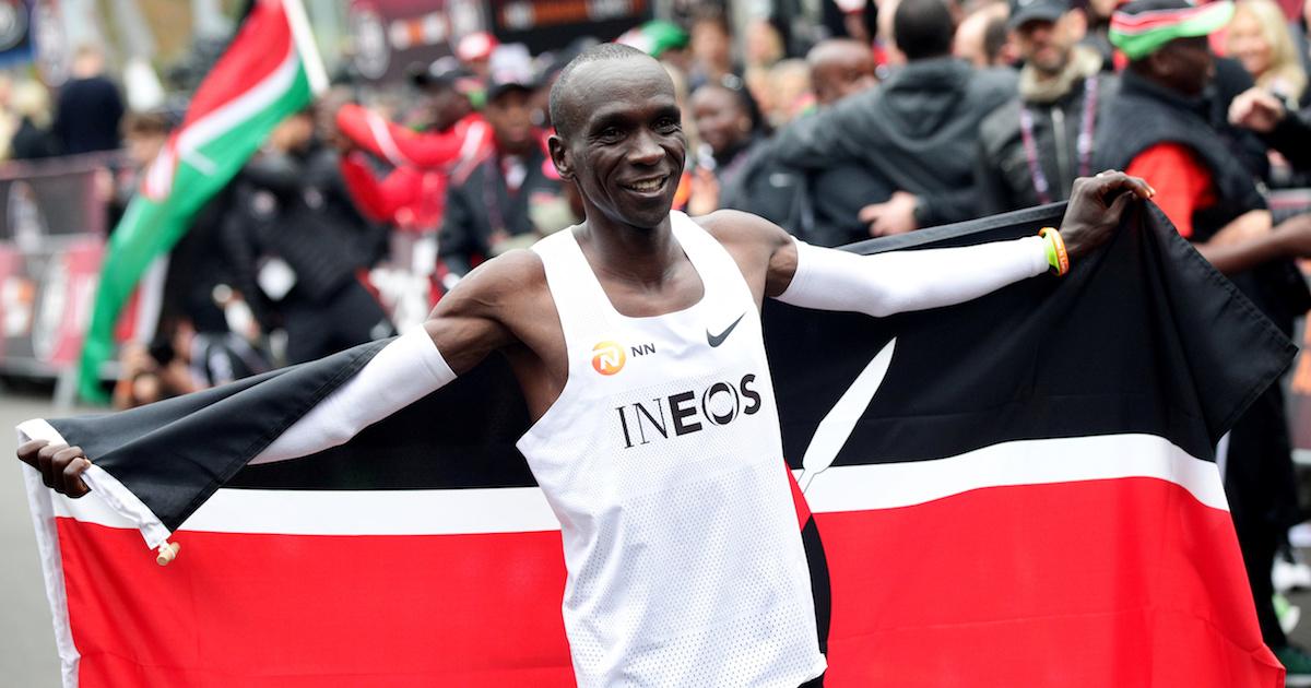 Фото Впервые пробежавшему марафон менее чем за 2 часа кенийцу не зачли результат
