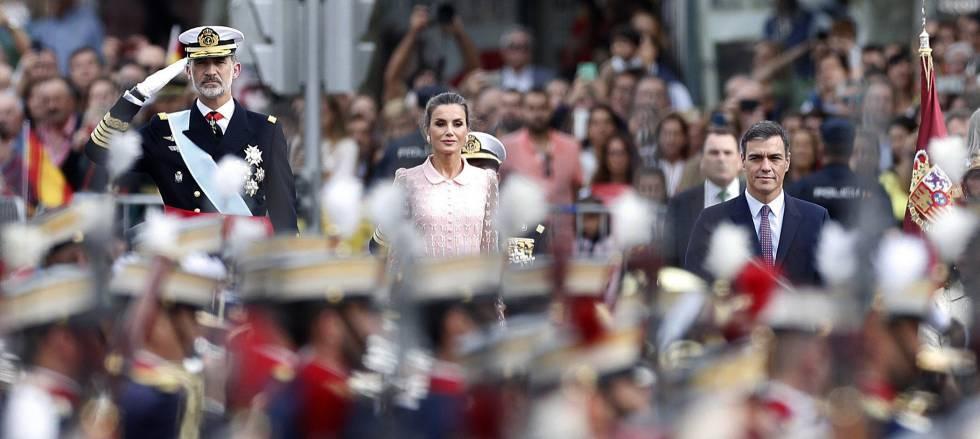 Photo of Grupos ultras intentan sin éxito hacer del desfile de la Fiesta Nacional una protesta contra la exhumación de Franco