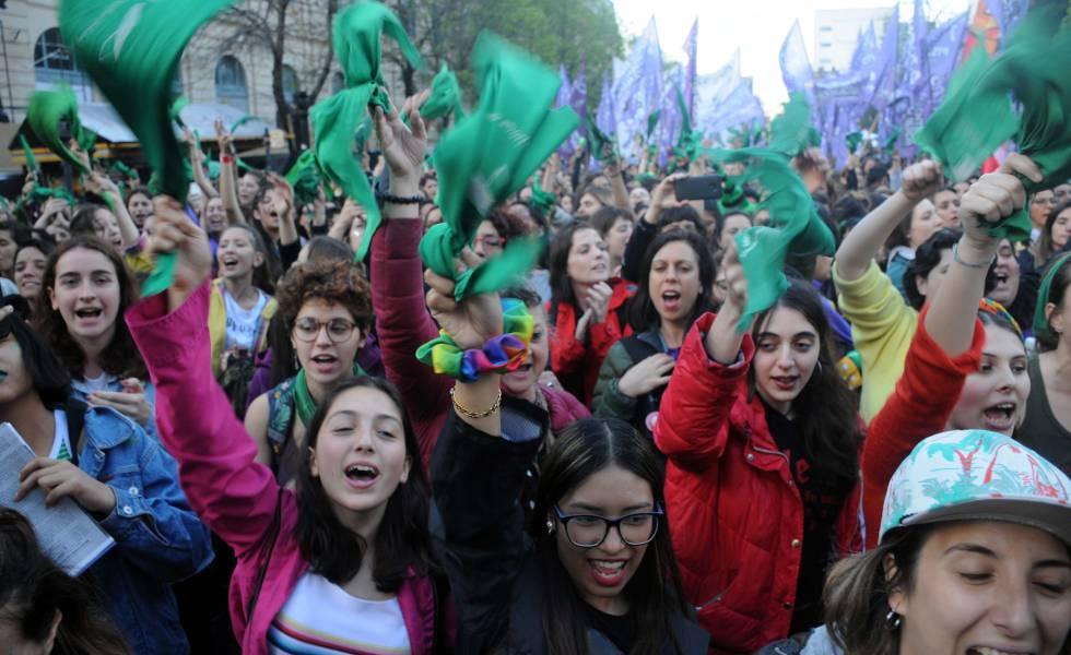 Photo of El feminismo argentino exige aborto legal y el fin de la violencia machista al próximo presidente