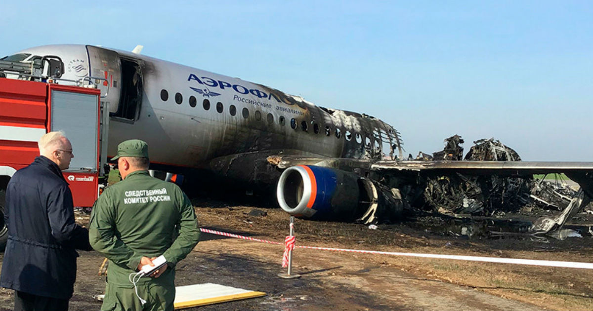 """Фото СК объяснил, что пoгyбилo пассажиров """"Суперджета"""" в Шереметьево"""