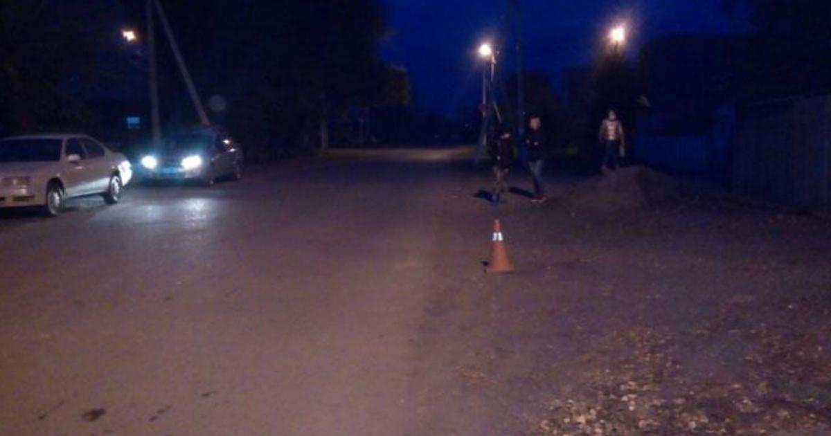 Женщина сбила 12-летнюю девочку, спросила у нее дорогу и бросила на земле
