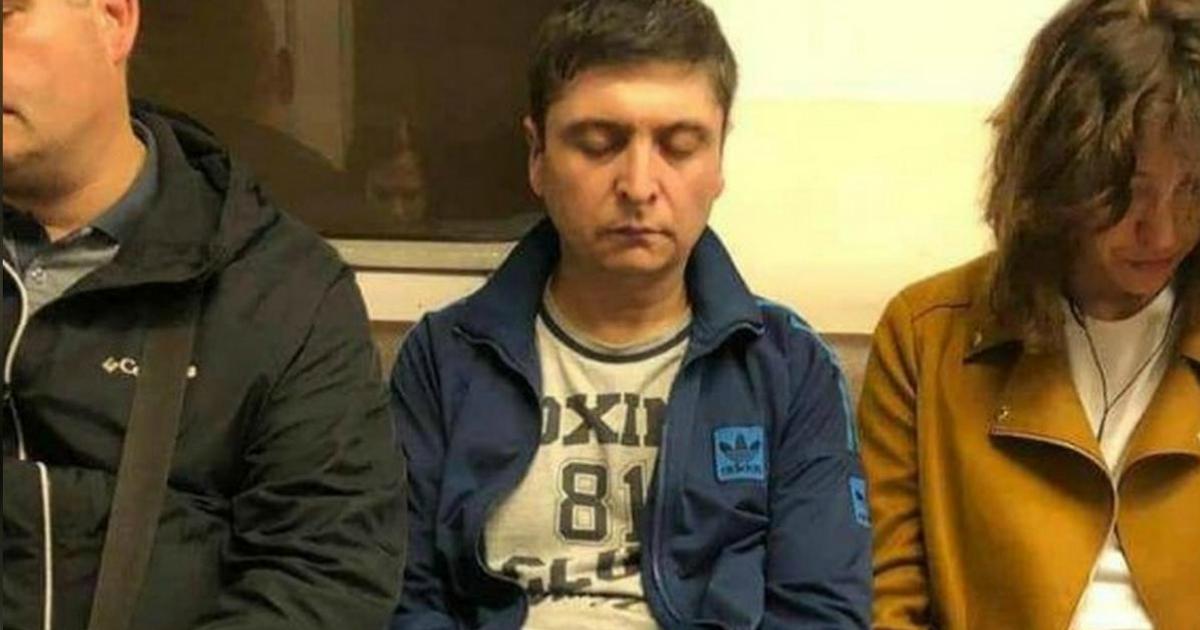 Фото Установлена личность двойника Зеленского из метро в Москве