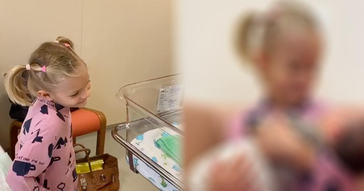 Мать Тимати познакомила 5-летнюю внучку с новорожденным сводным братом