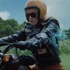 Кэти Перри рассекает  на мотоцикле на Гавайях  в новом клипе