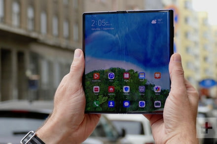 Photo of Huawei Mate X arrives in China as firm celebrates record total phone shipments