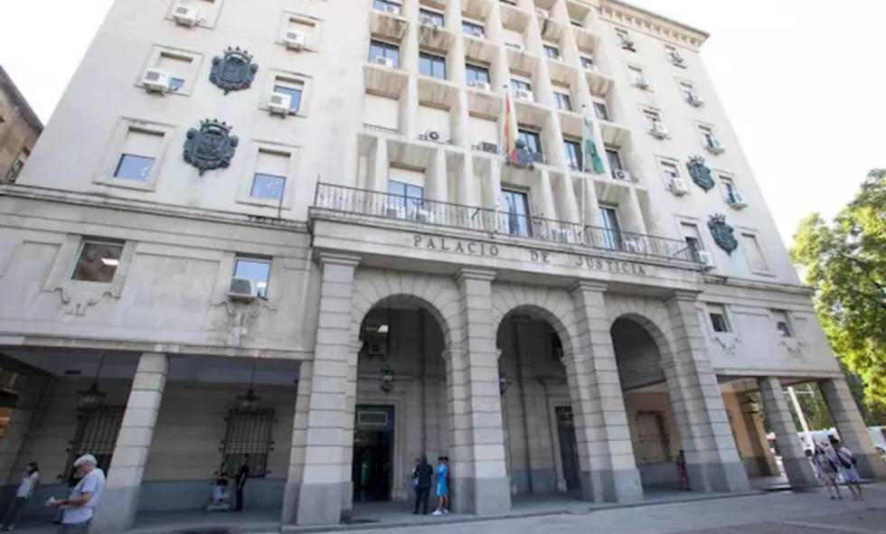 Photo of Condenado a 37 años un joven que abusó de 12 menores en Sevilla