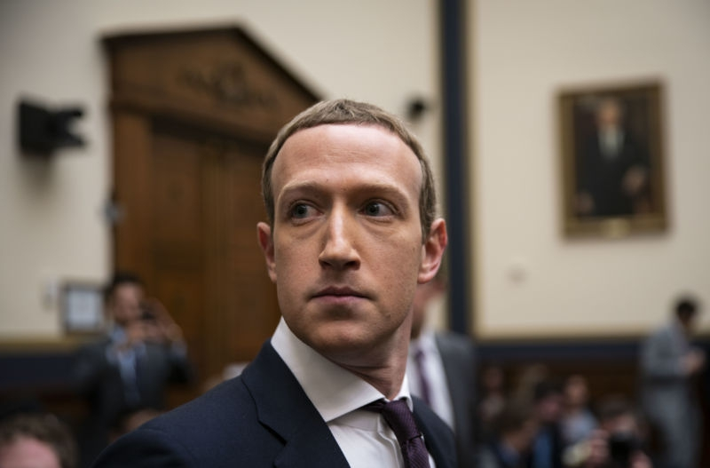 """Photo of Zuckerberg faces heat in Congress: """"It's almost like you think this is a joke"""""""