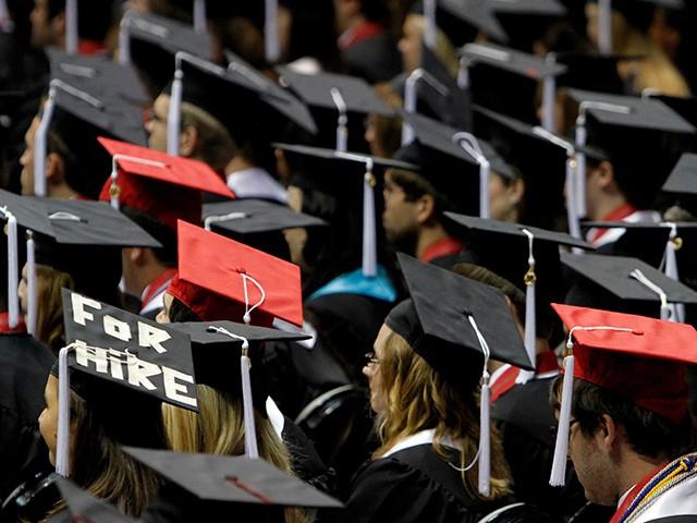 Photo of Prestigious MBA Programs Report Decline in Applications