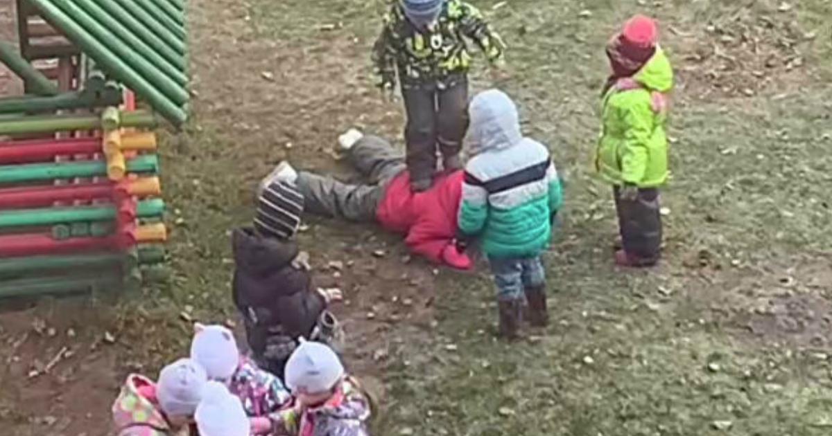 Фото Детсадовцы толпой избили новенькую девочку в Ярославле