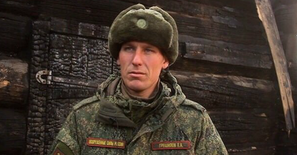 «Настоящий герой». Военный вытащил двух малышей из горящего дома в Бурятии