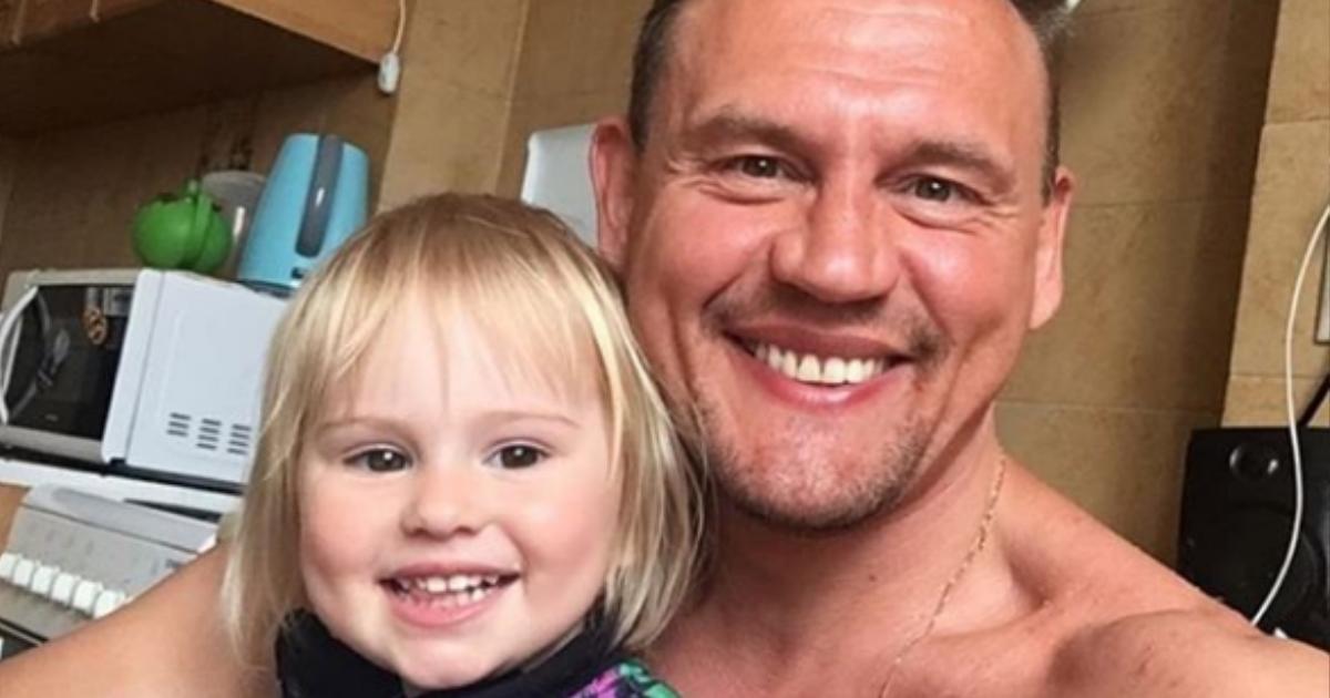 Шоумен Степан Меньщиков сообщил о потере отца