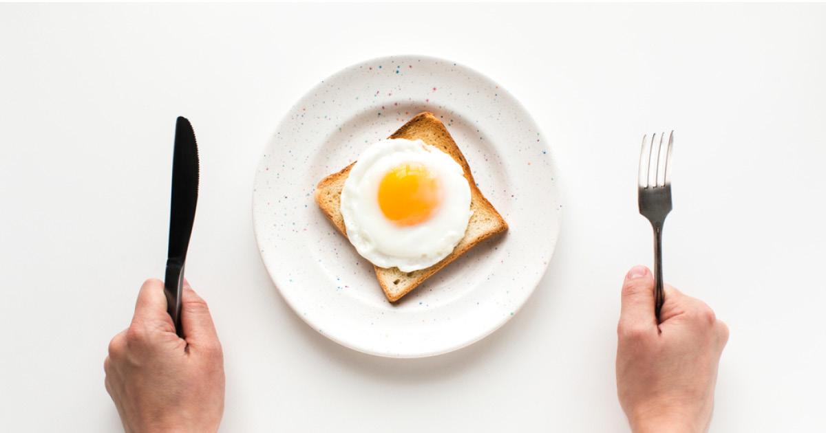 Фото Мужчина лишился жизни, пытаясь съесть 50 яиц на спор