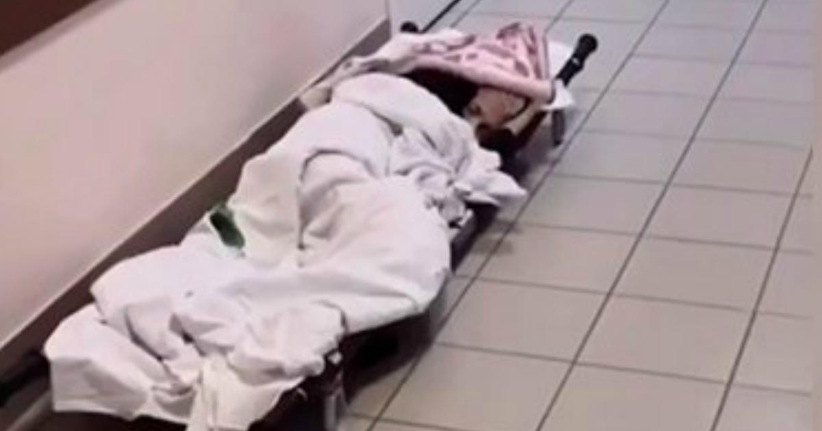 """Фото """"Не бомжиха"""". Пациентку оренбургской больницы бросили на полу в коридоре"""