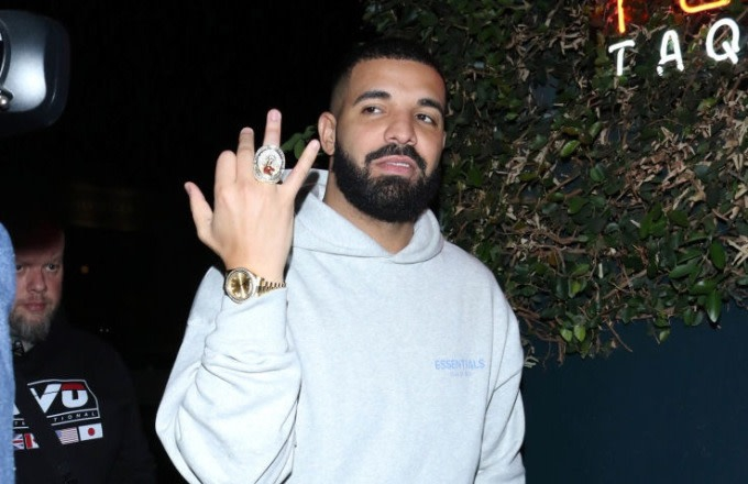 Photo of Drake Cuts Surprise Camp Flog Gnaw Set Short After Being Booed