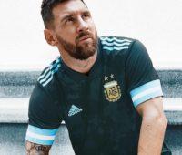 Argentina mistura retrô e moderno em nova camisa reserva para Copa América 2020