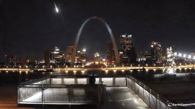 Photo of Fireball Lights Up the Skies Over St. Louis During Northern Taurid Meteor Shower