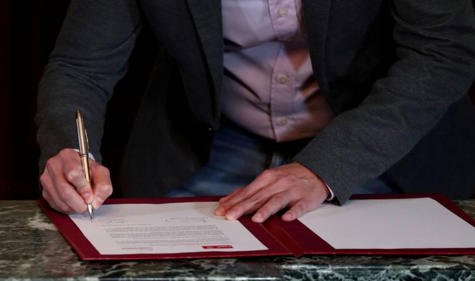 """Photo of El preacuerdo de Gobierno plantea el diálogo en Cataluña """"siempre dentro de la Constitución"""""""
