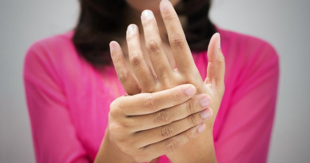 Фото Немеют руки, ноги: причины и что делать. Признаки инсульта и инфаркта