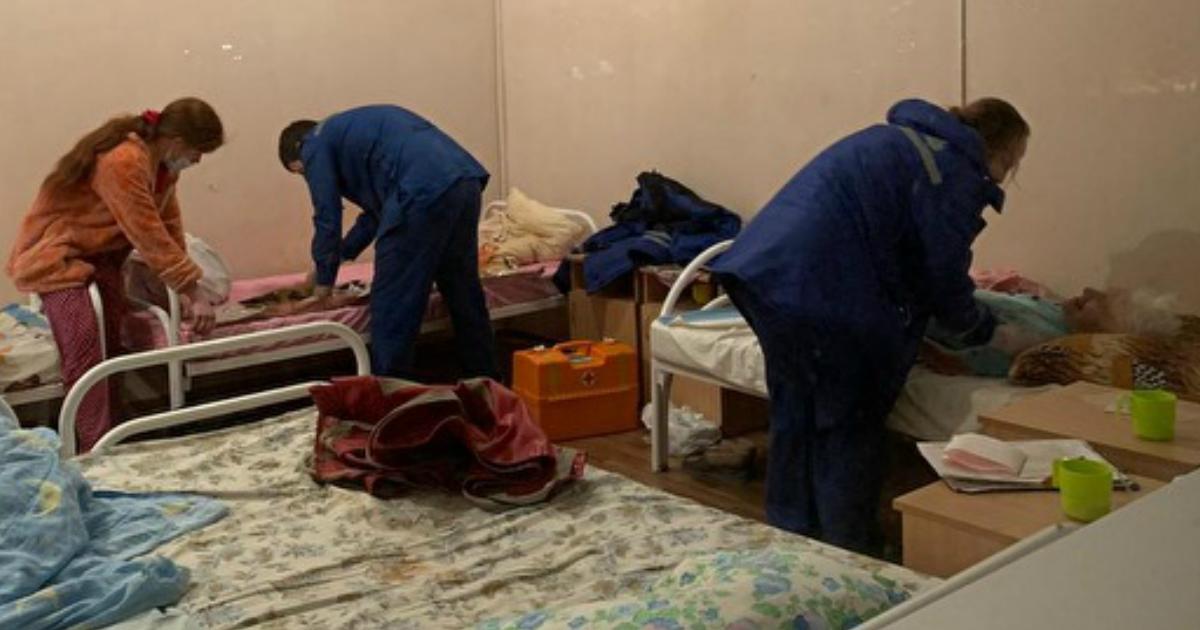 """Фото """"Ад с тараканами"""". 54 стариков экстренно эвакуировали из дома престарелых"""