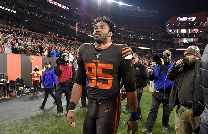Photo of Myles Garrett Gets Indefinite Suspension for Steelers-Browns Brawl, Larry Ogunjobi and Maurkice Pouncey Penalized