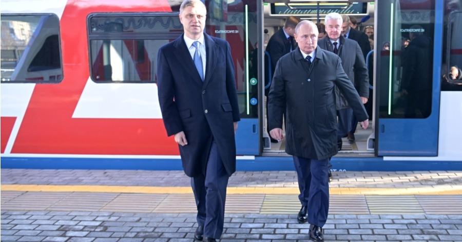 Поезда встали, турникеты сломались. Путин открыл МЦД в Москве