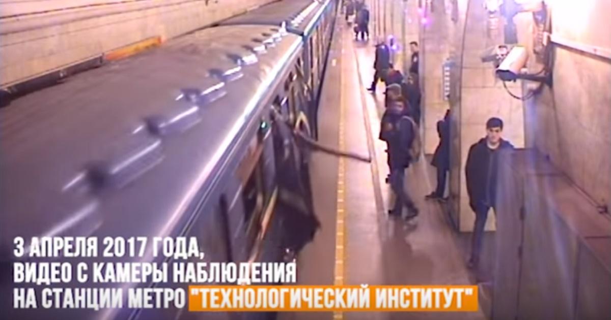 Поведение пассажиров во время теpакта в Петербургском метро попало на видео