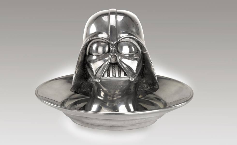 Photo of Sotheby's subasta reliquias de Star Wars: 70.000 euros por un casco imperial