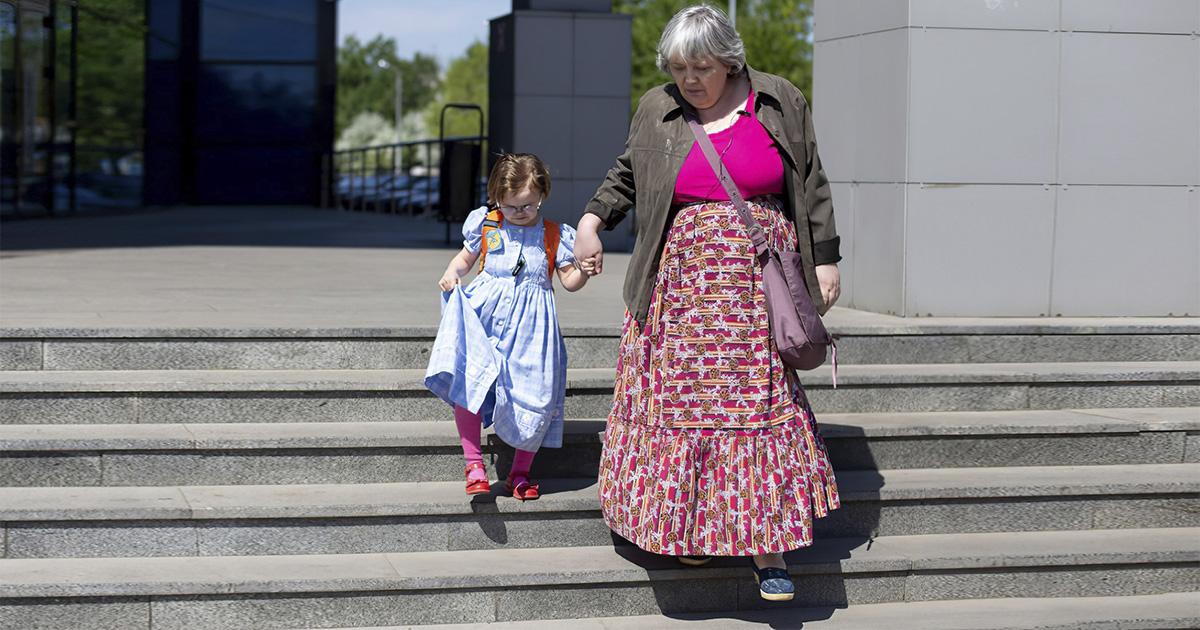 Не воспринимают всерьез. Россиянка живет в теле пятилетнего ребенка