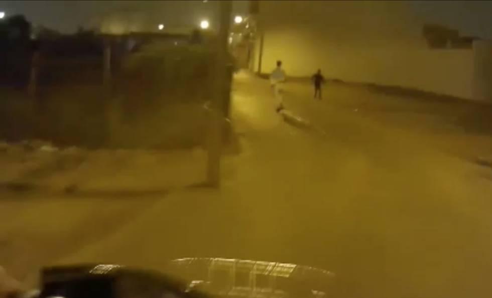 Photo of La persecución en coche, bici y a pie de un policía sevillano a dos menores que tiraban piedras a vehículos
