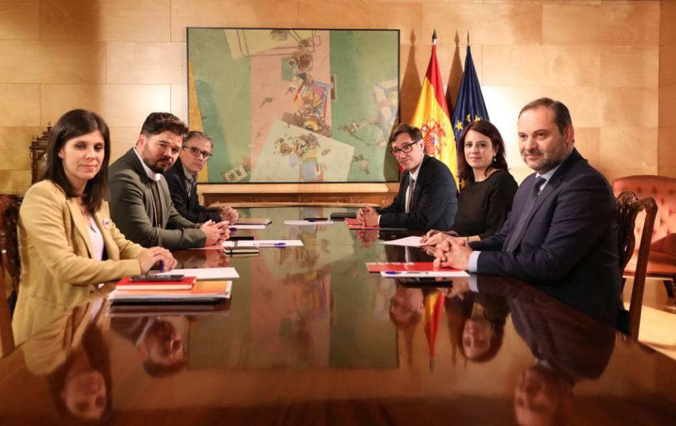 """Photo of PSOE y ERC avanzan en """"la vía política"""" para resolver el conflicto en Cataluña"""