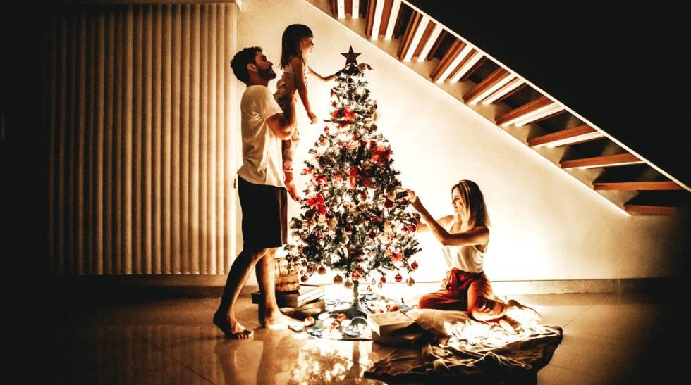 Photo of Luces, árboles y otros artículos para una preciosa decoración de Navidad