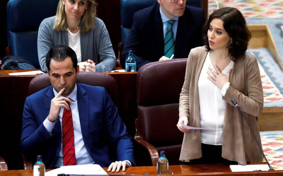 Photo of Díaz Ayuso insinúa que Vox critica por racismo la atención a menores migrantes