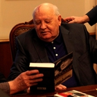 """Фото """"Встреча с Горбачевым"""": Эмпатичный Вернер Херцог интервьюирует последнего генсека"""