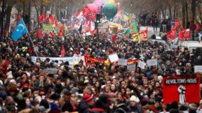 Против пенсионной реформы Макрона протестовали 800 тысяч человек