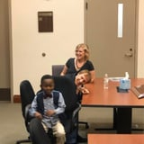 Photo of A Boy Invited His Entire Kindergarten Class to His Adoption Hearing, and They All Showed Up!