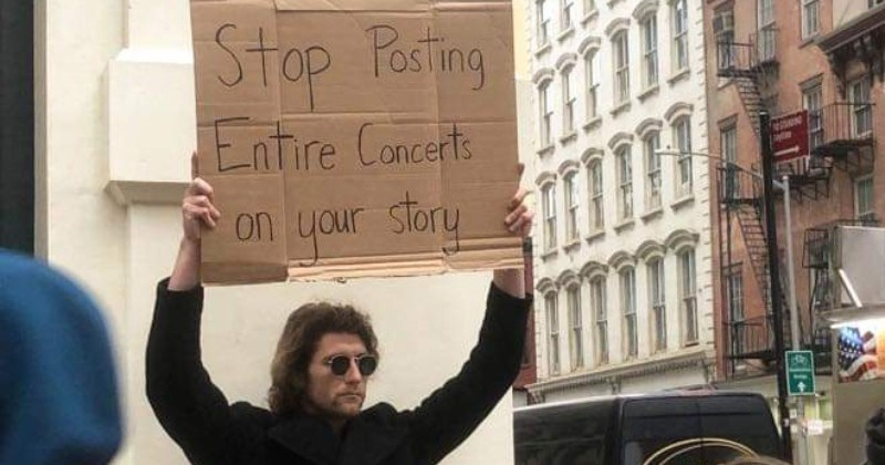 Photo of Guy's Cardboard Signs Are Hilariously Accurate