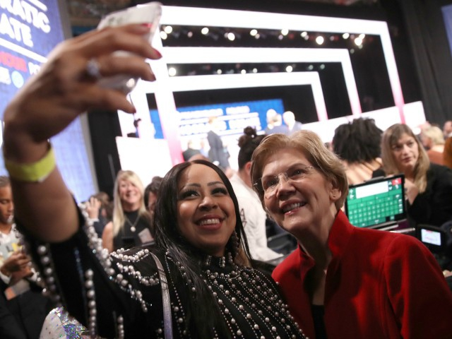Photo of Four Times Elizabeth Warren Mentions Her 'Selfie' Craze During Debate